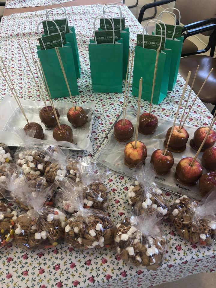 Laurel-Brook-Active-Day-Medical-Daycare-Delran-Caramel-Apples-and-Fall-Treat-Bags-2