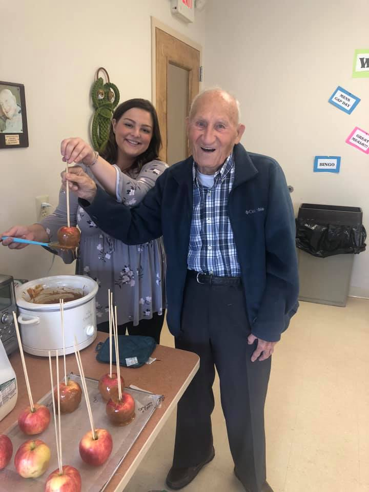 Laurel-Brook-Active-Day-Medical-Daycare-Delran-Caramel-Apples-and-Fall-Treat-Bags-4