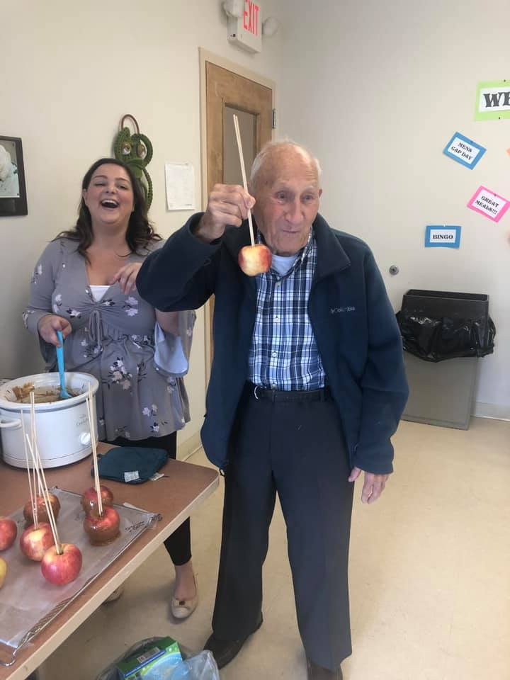 Laurel-Brook-Active-Day-Medical-Daycare-Delran-Caramel-Apples-and-Fall-Treat-Bags-5